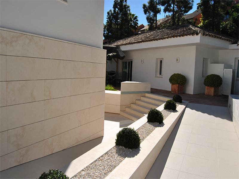 Hospital hc marbella marfesa piedra caliza - Piedra caliza para fachadas ...