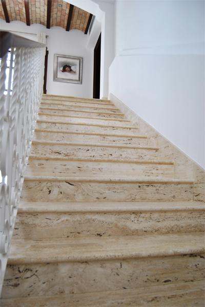 Escaleras de piedra interior materiales de construcci n for Materiales para escaleras de interior